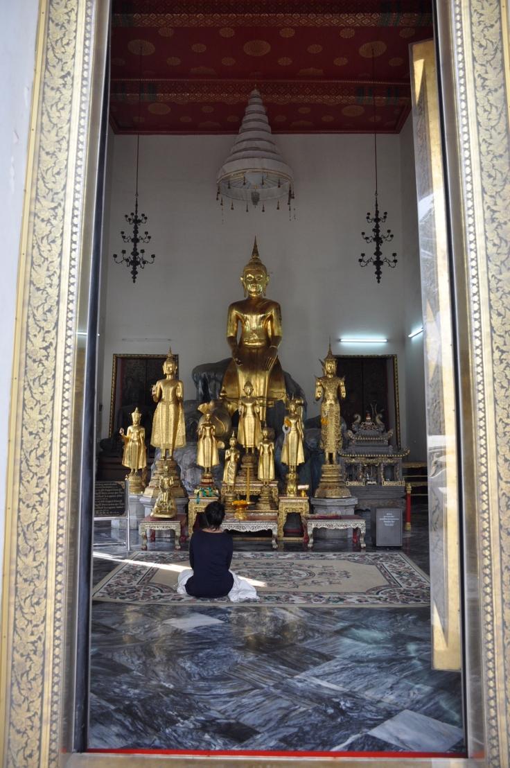 prayingwatpho