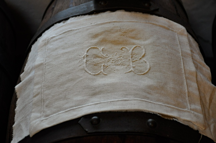 Embroidered linen for balsamic barrels