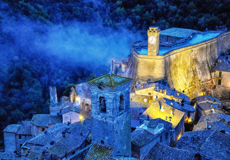 Night in the town of Sorano Italy